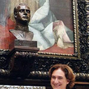 Ada-Colau-ha-decidido-retirar-el-busto-del-Rey-Juan-Carlos-I-que-hay-en-el-Salón-de-la-Reina-Regente-donde-se-celebran-los-plenos-municipales-del-Ayuntamiento-de-Barcelona